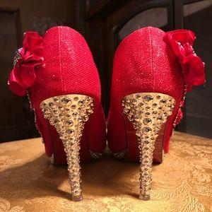 Shoes - Crazy decorative heels 👠